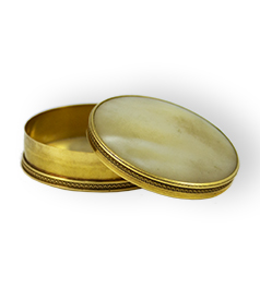 Dutch 20crt gold and mother of pearl pill box, Amsterdam 1811-1812